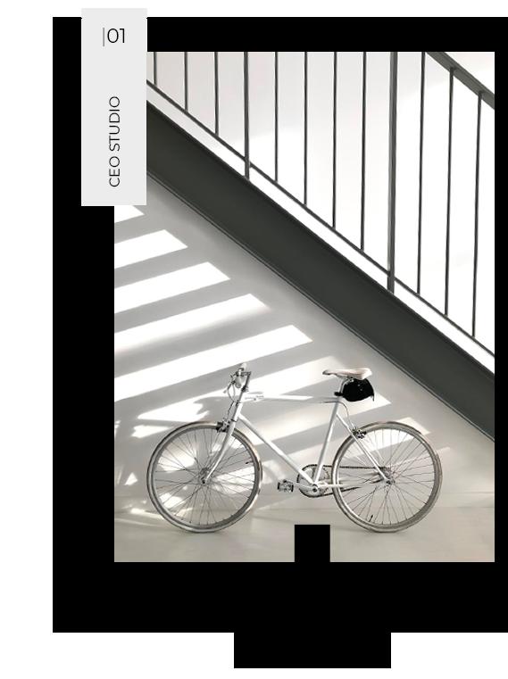 bicicletta bianca sotto scale b-studio art contact
